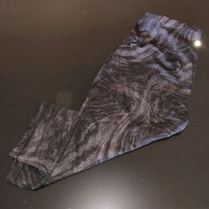 Black & Gray Swirl Stretch Workout Capris /Legging